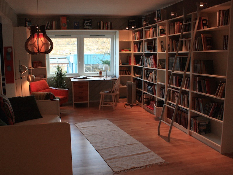 bed-and-books-library-writershome (1)